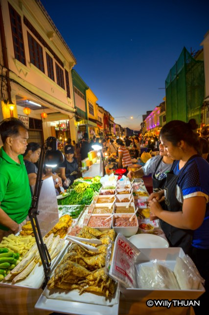 phuket-walking-street-market-5