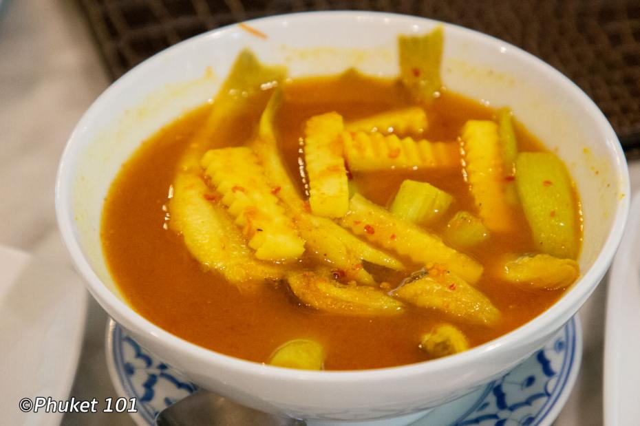 Gang Som Pla Sai Shone Yod Maprao แกงส้มปลาทรายโชนยอดมะพร้าว