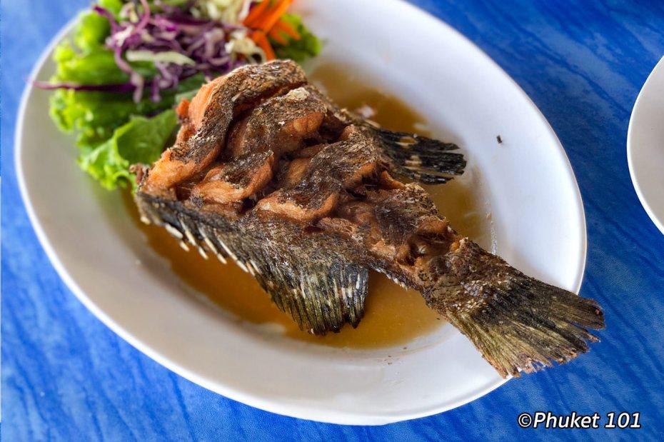 kru-suvit-fried-fish