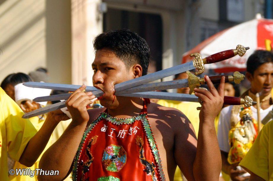 phuket-vegetarian-festival-piercings