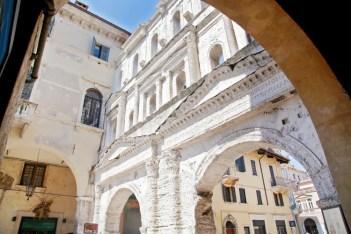 Verona, cosa vedere: Porta Borsari