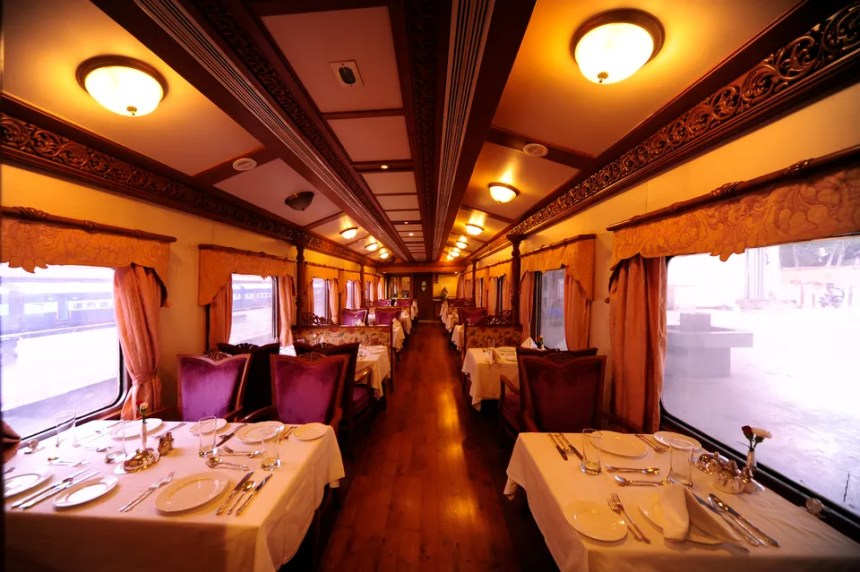 vista del vagone ristorante del golden chariot