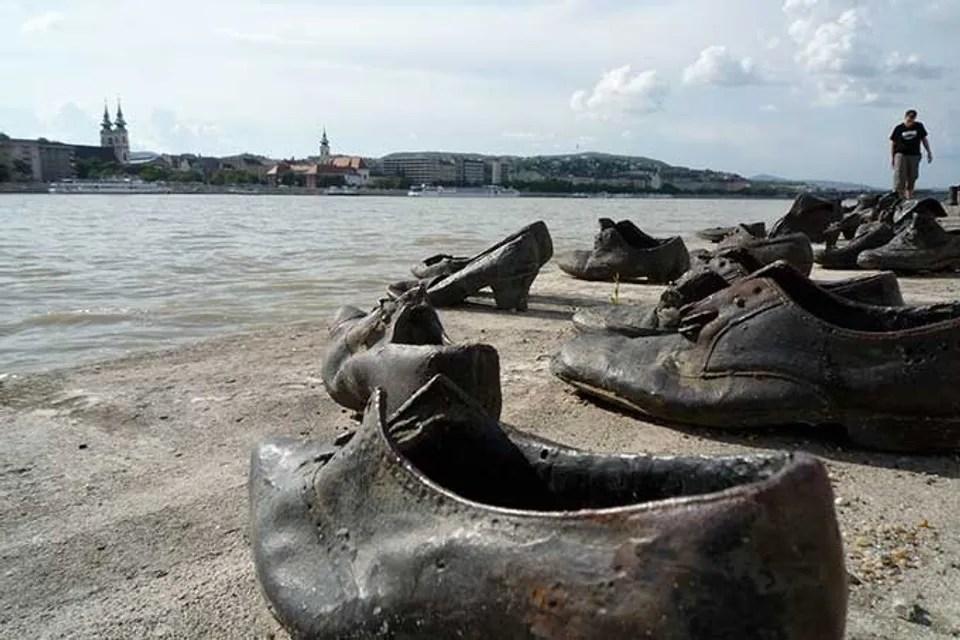 Monumento a los zapatos © Patricia Cuní / Madaboutravel.com