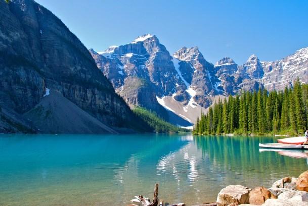 Lago Moraine, no Canadá, e sua beleza fascinante.