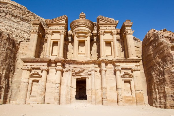 Petra, na Jordânia, é um dos lugares mais incríveis do mundo.
