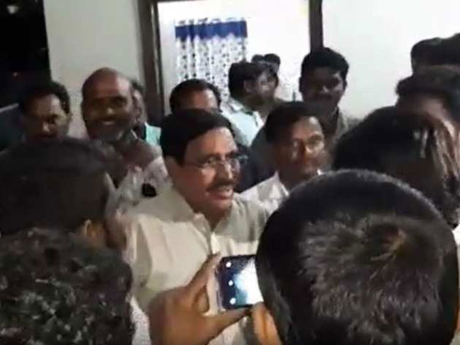 Ex TDP Minister Narayana Protested By Student Unions