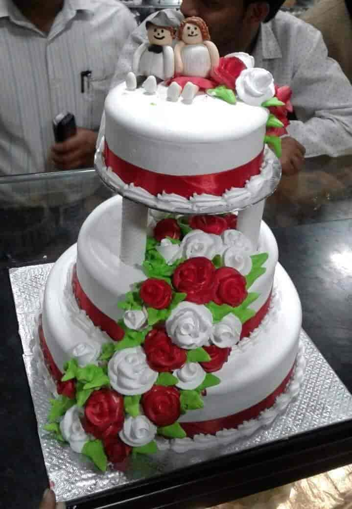 Danish The Cake Shop Jalnagar And Sholapur Road Branch Photos         Customized Triple Stand Wedding Cake   Danish The Cake Shop Jalnagar  And Sholapur Road Branch Photos
