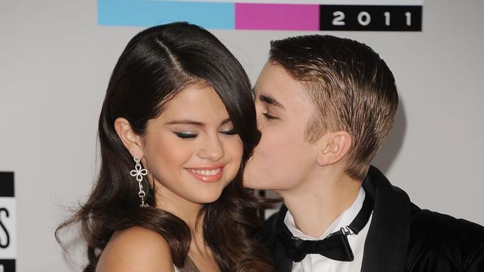 Selena Gomez and Justin Bieber at the American Music Awards 2011