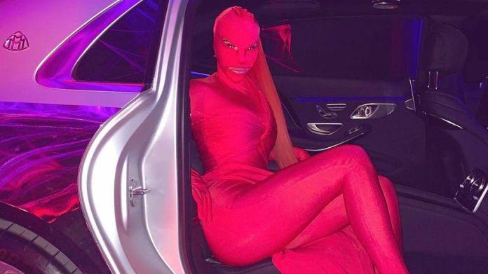 Kim Kardashian in red fetish-Look on Halloween 2020