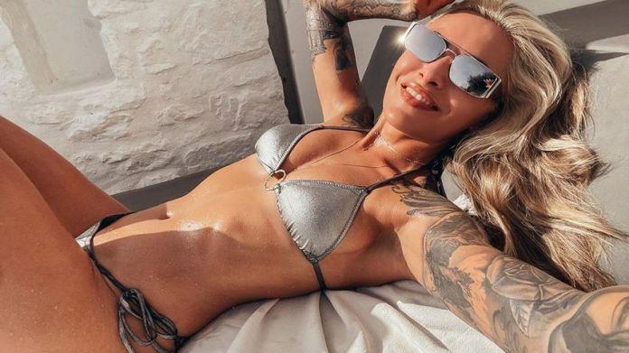 Sophia Thomalla in Greece