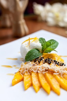 thai desert mango sticky rice