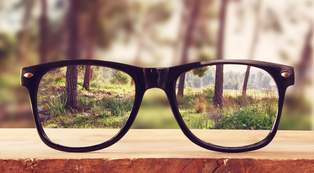 Your_Story_Is_a_Lens_Not_a_Window_Robert_Rose_thecontentadvisory.com_glasses_woods