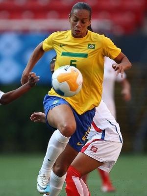 Aline Pellegrino é um dos destaques da zaga brasileira
