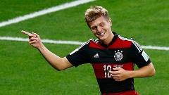 Kroos vibra com gol no passeio alemão contra o Brasil