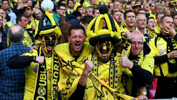 Torcedores do Dortmund vibram durante final da Champions League