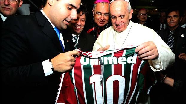 Papa Francisco recebeu camisa 10 personalizada do Fluminense, nesta segunda-feira