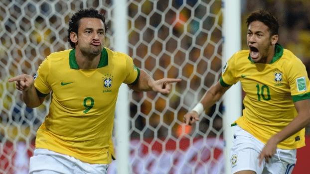 Fred fez 'biquinho' após abrir o placar para a seleção brasileira
