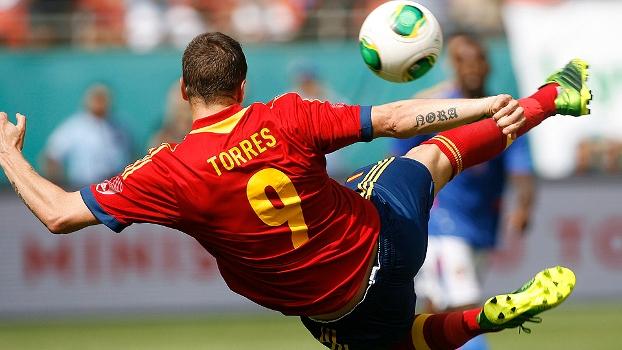 Fernando Torres arrisca voleio na vitória 'sem graça' da Espanha sobre o Haiti
