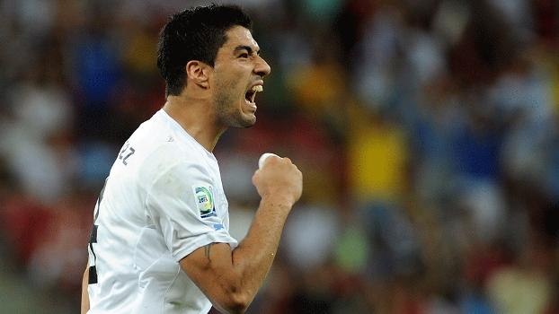 Luis Suárez está se recuperando de uma cirurgia no joelho esquerdo e continua na lista do Uruguai