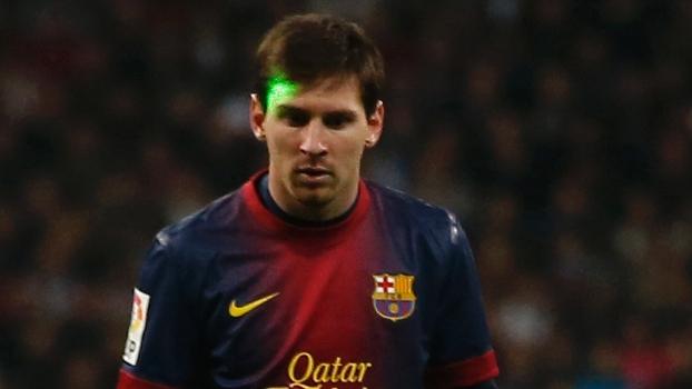 Torcida do Real apontou um laser para o rosto de Messi durante o jogo