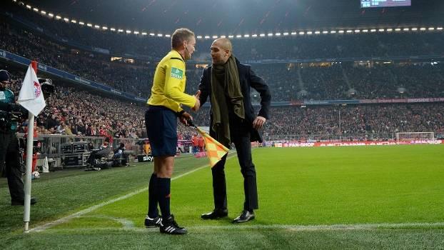 Guardiola reclamou de gol anulado na partida contra o Schalke