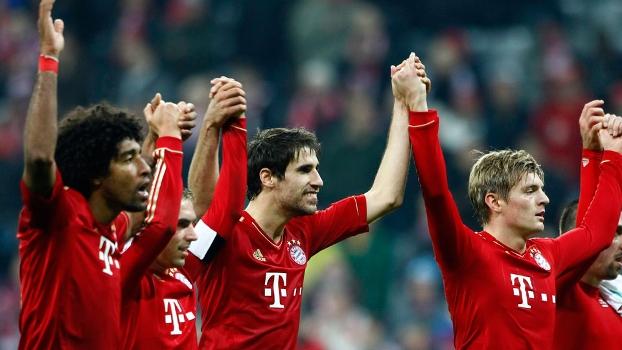 Jogadores do Bayern de Munique agradecem torcida após vitória pelo Alemão
