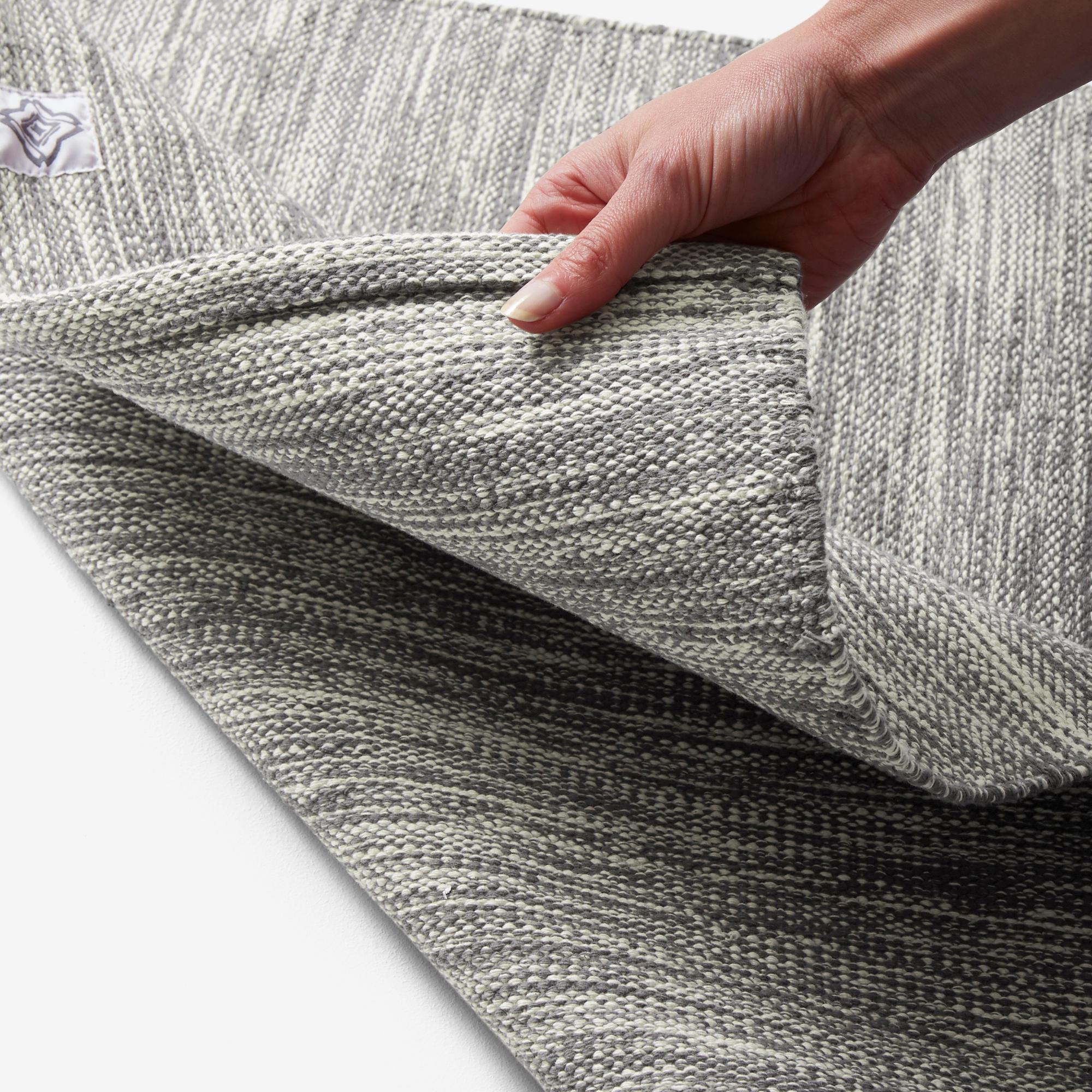 sur tapis tapis yoga doux coton 4 mm gris chine