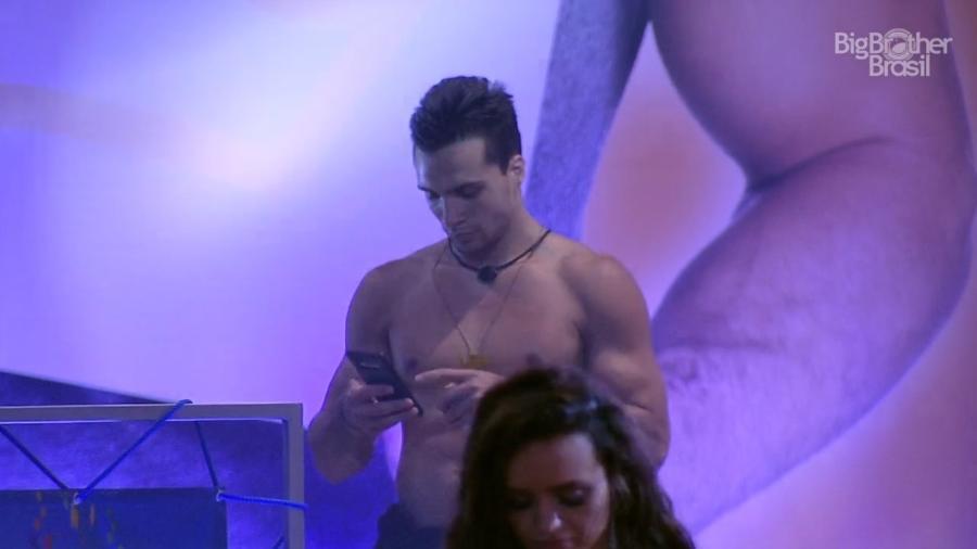 Petrix dança na festa do líder - Reprodução/Globoplay