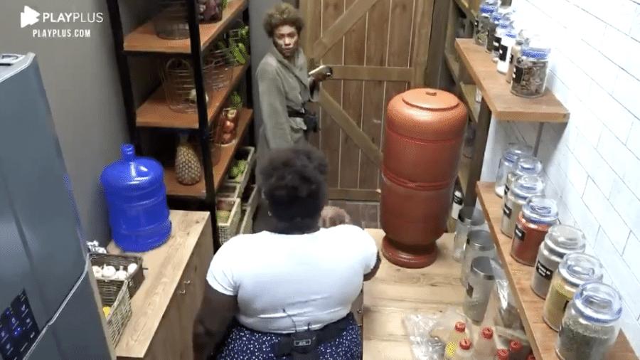 A Fazenda 2020: Lidi e Jojo comentam sujeira na cozinha - Reprodução/Playplus