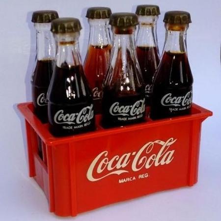 Afinal, o que tinha dentro da minigarrafinha de Coca-Cola ...