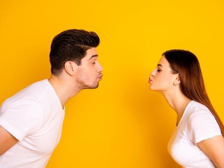 Dia Do Beijo A Web Esta Com Saudades De Quando Podia Dar Uns
