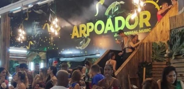 Placas de gesso caem do teto de camarote na Sapucaí