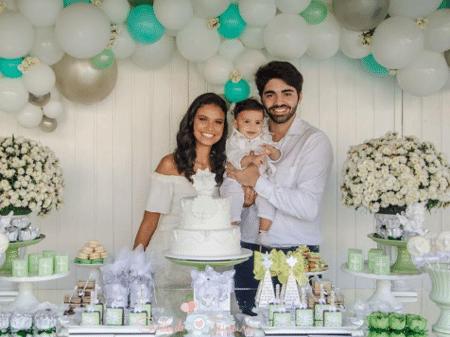 """Aline Dias mostra batizado do filho: """"Grata pelo dia de hoje"""" - 18/06/2018  - UOL TV e Famosos"""