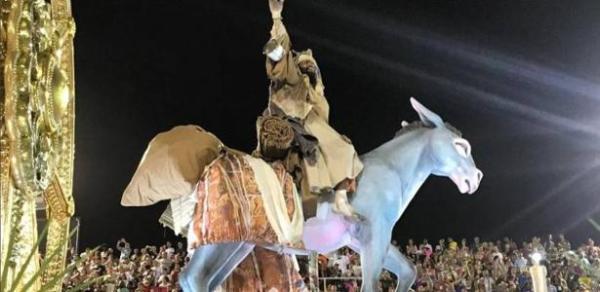 Pastor Henrique Vieira diz que Jesus foi honrado em desfile da Mangueira