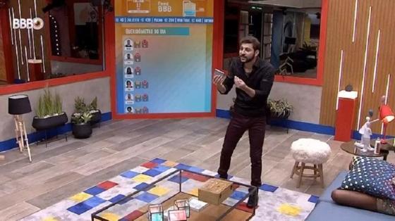 BBB 21: Caio, João e Gilberto criam teorias de parede surpresa - Reprodução / Globoplay - Reprodução / Globoplay