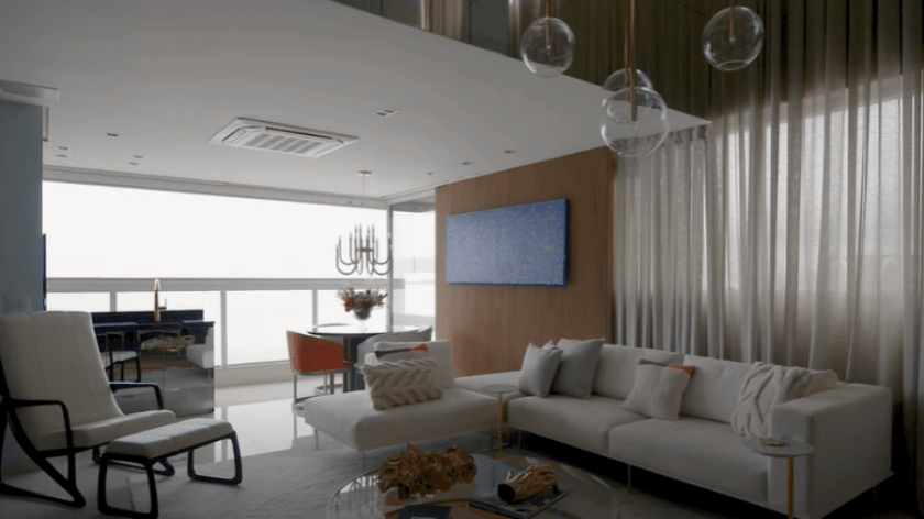Living room with sea view - Play/Youtube/Casa Vogue Brasil