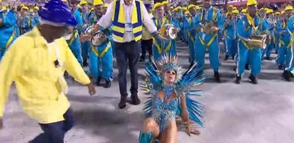 Lexa leva tombo em estreia como rainha de bateria da Unidos da Tijuca