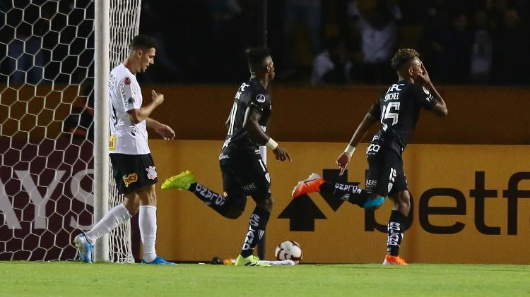 Jhon Sanchez, of Independiente del Valle, celebrates goal against Corinthians for the Copa Sudamericana - Franklin Jacome/Getty Images - Franklin Jacome/Getty Images