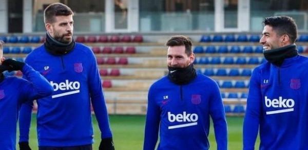 Jogadores do Barcelona serão examinados em Nápoles por surto de coronavírus