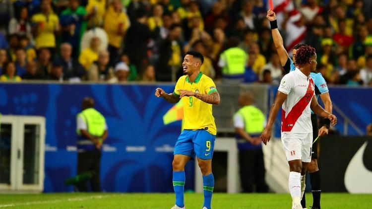 gabriel jesus e expulso contra o peru no maracana 1562535856544 v2 750x421 - Brasil supera tensão de expulsão, vence Peru e é campeão da Copa América