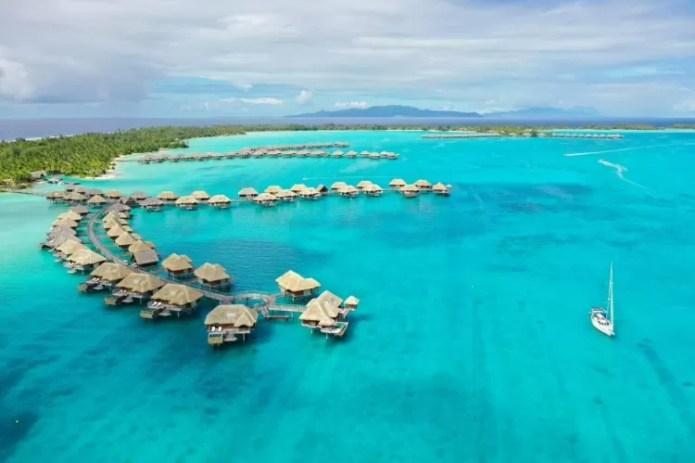 O veleiro dos brasileiros na Polinésia Francesa - Arquivo pessoal - Arquivo pessoal