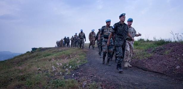 12.jun.2013 - O general Carlos Alberto dos Santos Cruz faz visita de reconhecimento à RDC - Sylvain Liechti/MONUSCO