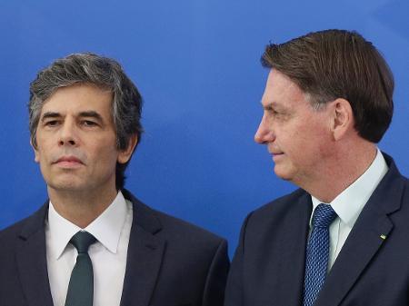 Após ser cobrado por cloroquina, Teich encontra Bolsonaro fora da ...