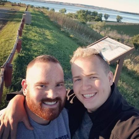 Robby (left) proposed to boyfriend Eric (right) - Eric Vander-Lee / Reproduction / MetroUK - Eric Vander-Lee / Reproduction / MetroUK
