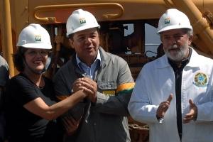Em março de 2008, como presidente, Lula inaugurou as obras do Comperj ao lado de Dilma, Cabral, Pezão, Crivella, Lobão e outros políticos