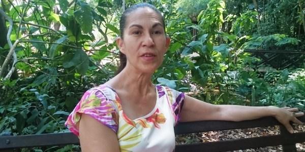 Dona Sônia, mãe de Eliza Samudio, em parque em Campo Grande