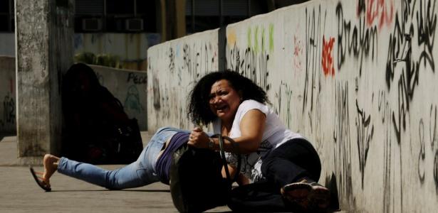 rio-de-janeiro-rj-22092017---pm-faz-operacao-na-comunidade-da-rocinha-na-foto-troca-de-tiro-de-policiais-em-baixo-da-passarela-foto-gabriel-paiva--agencia-o-globo-1506088759238_615x300 Exército cerca Rocinha para conter guerra de traficantes no Rio