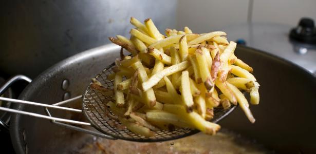 batata frita perfeita   segunda fritura 1458244738190 v2 615x300 - Comer fritas duas vezes por semana dobra risco de morte precoce, diz estudo