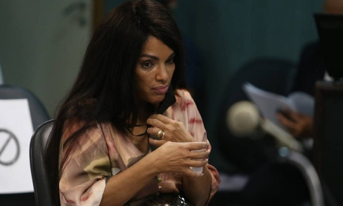 A deputada Flordelis durante a primeira audiência, no Fórum de Niteró [Foto: Pedro Teixeira/Agência O Globo]