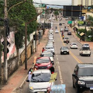 """""""Fora, genocida"""": Carreata contra Bolsonaro toma Avenida Ceará e o Centro de Rio Branco"""
